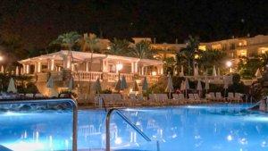 Nedre poolen på kvällen